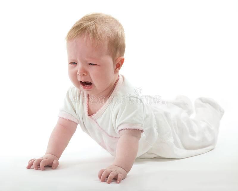 Почему ребенок бьет себя? почему годовалый ребенок может бить себя по голове, ударяться о стены и пол: выясняем причины и устраняем проблему.