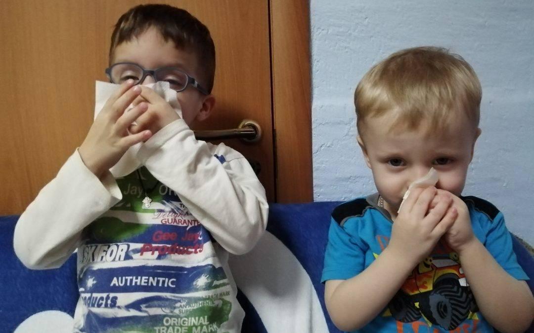 Как научить ребенка высмаркиваться в 3 года, чтобы избежать отита