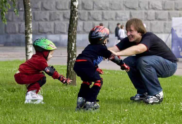 Как научить ребенка кататься на роликах?советы тренера.