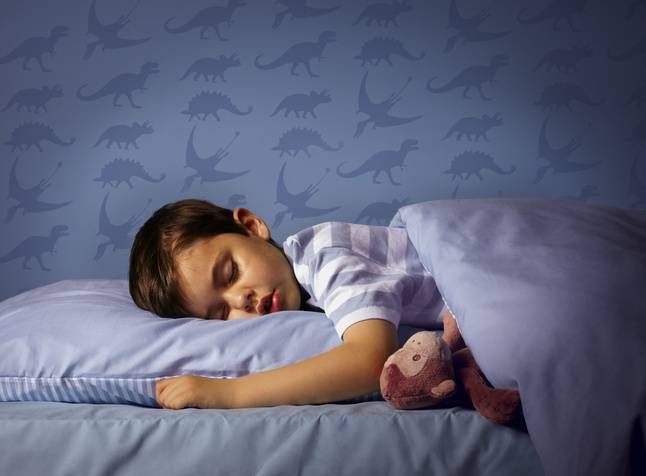 Узнаем как отучить ребенка писать в кровать ночью в 2, 3, 4 года, в 5, 6 лет народными методами?