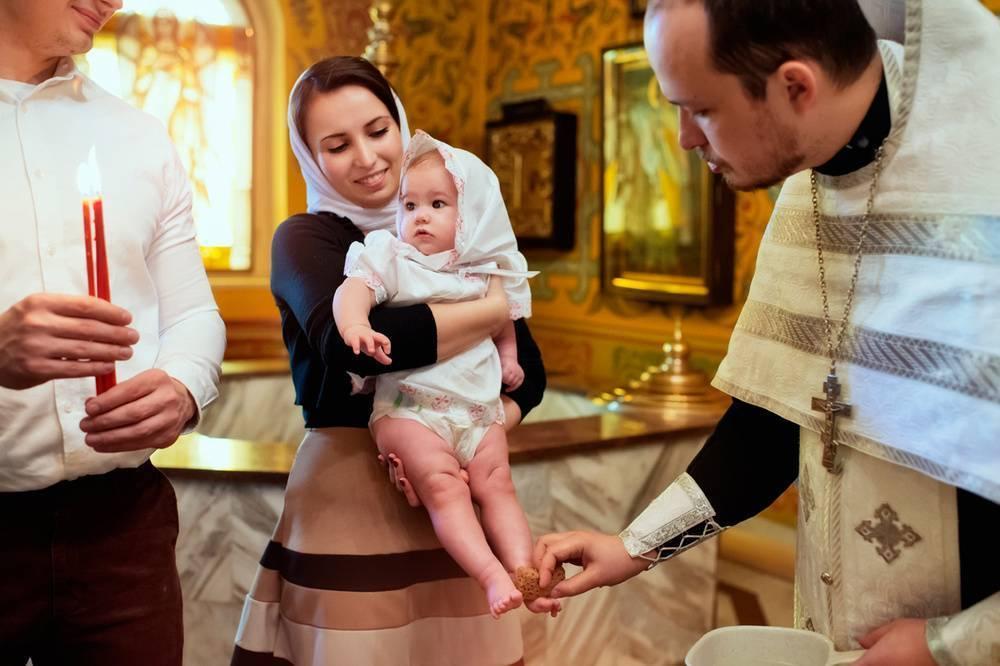 Крестные родители: кто может стать крестным?