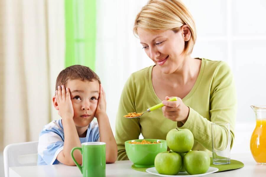 Ребенок плохо ест — повышение аппетита у детей