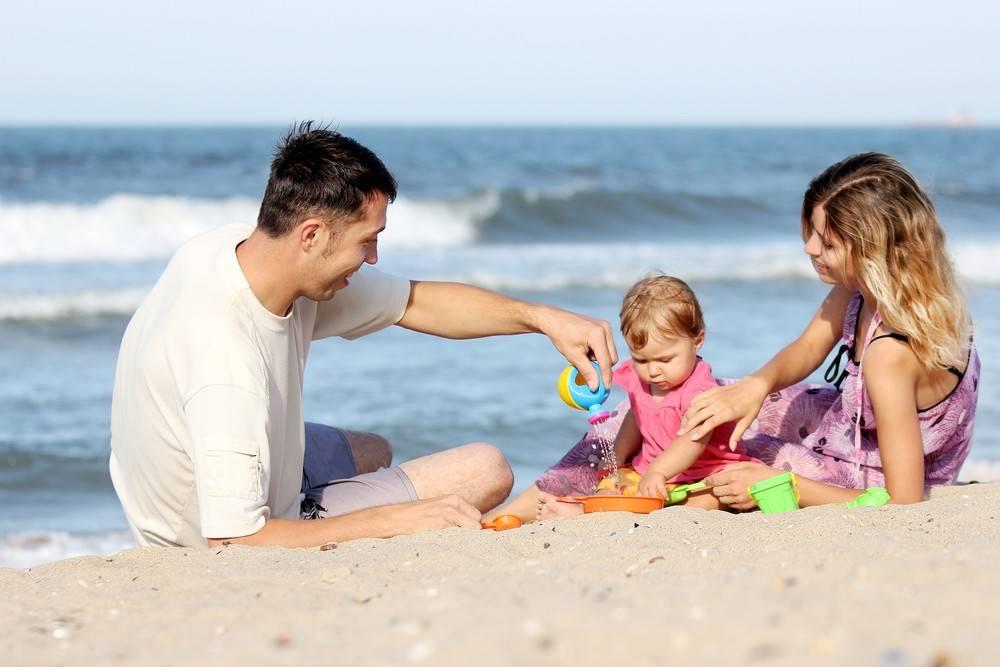 Поездка с ребенком на море: список лекарств, одежда и продукты