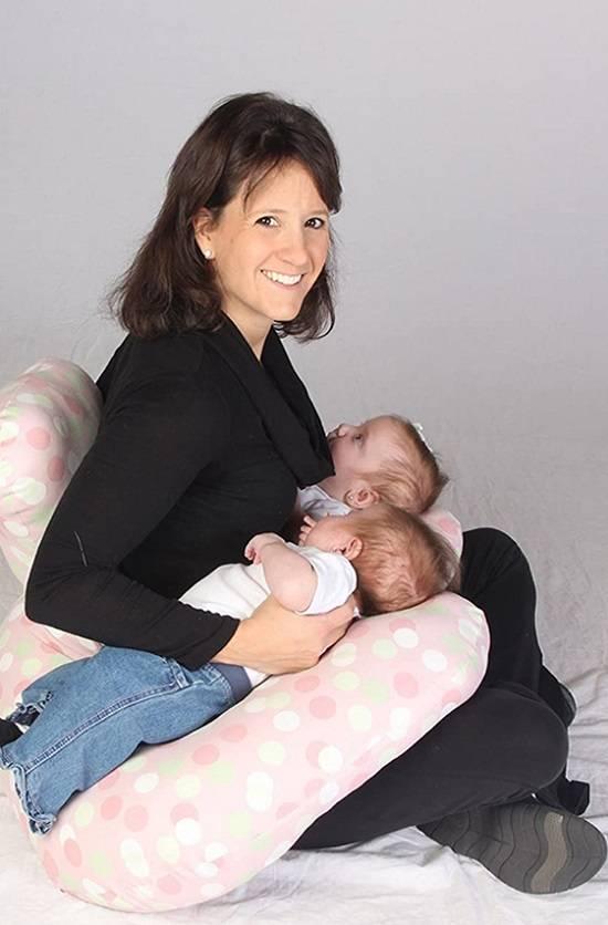 Две груди — два ребенка: как организовать грудное вскармливание двойняшек