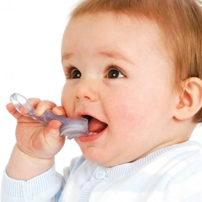 Когда и как чистить зубы грудному ребенку - средства по уходу за полостью рта у грудничка