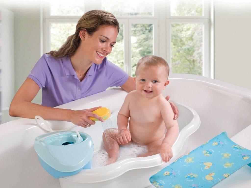 Как ухаживать за новорожденным младенцем: девочкой и мальчиком