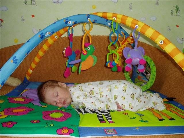 Выбираем развивающий коврик для ребенка до года