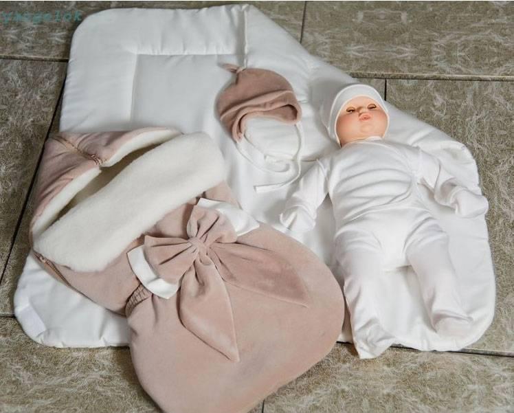Выписка из роддома зимой: одеяло, конверт, комбинезон и другая одежда для новорожденного ребенка