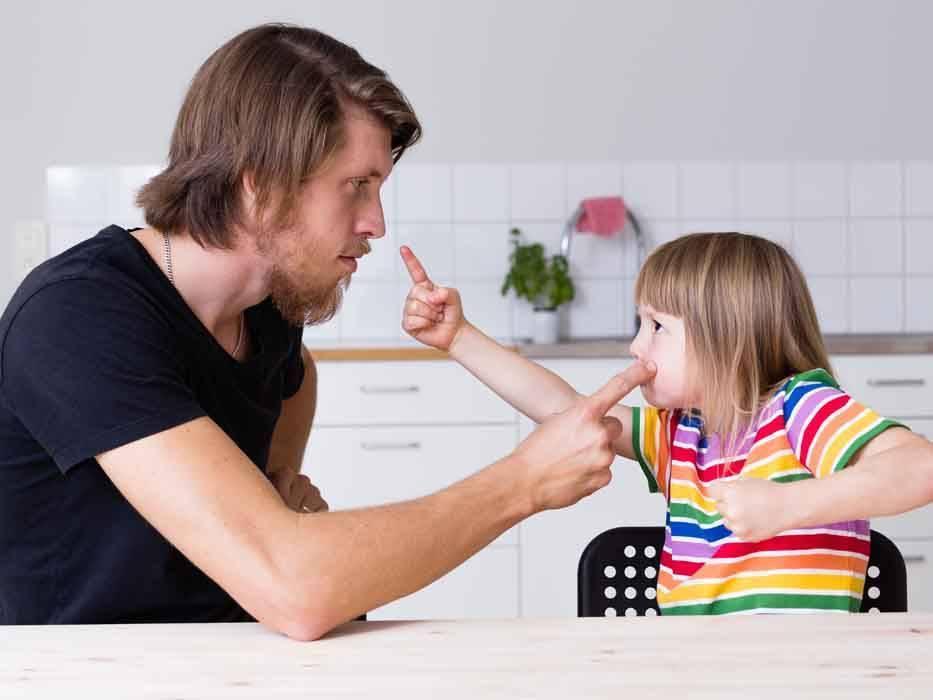 Что делать родителям, если ребенок хамит и огрызается