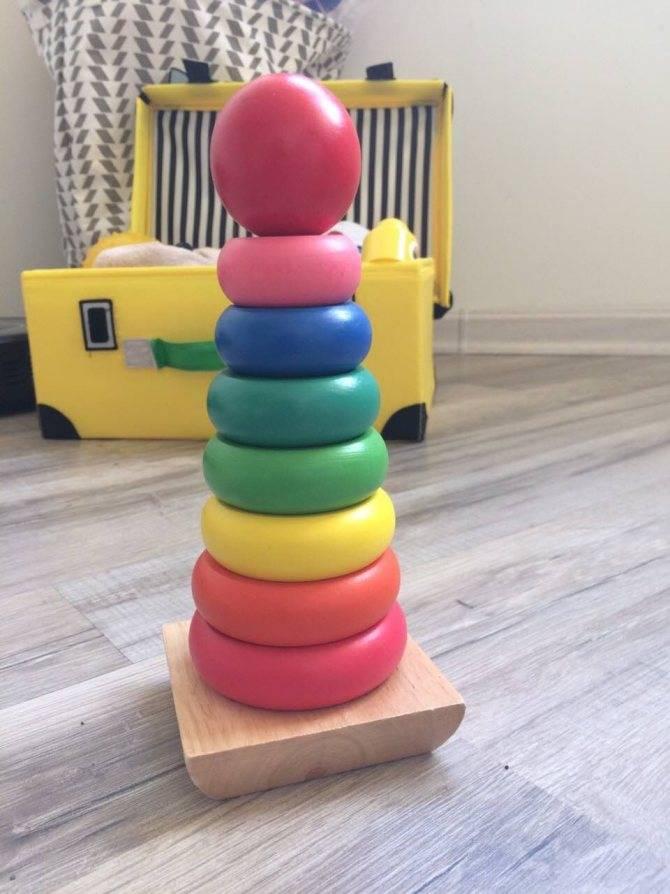 Как научить ребенка собирать пирамидку. в каком возрасте ребенок начинает ее собирать?