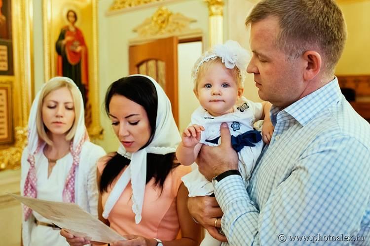 Крещение ребенка: 30 популярных правил и примет