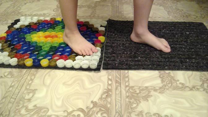 Делаем массажный коврик для детей своими руками