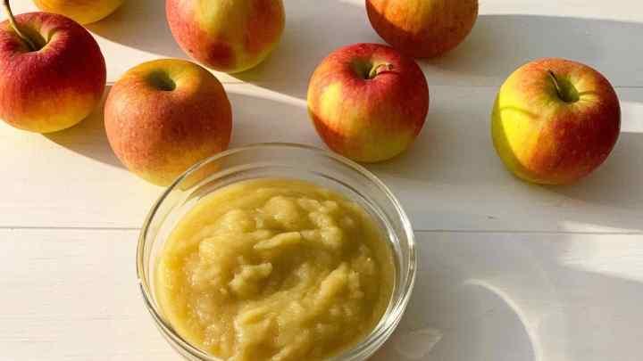 Яблочноепюредлягрудничка: введение в прикорм, рецепт приготовления из свежих яблок, заготовка на зиму