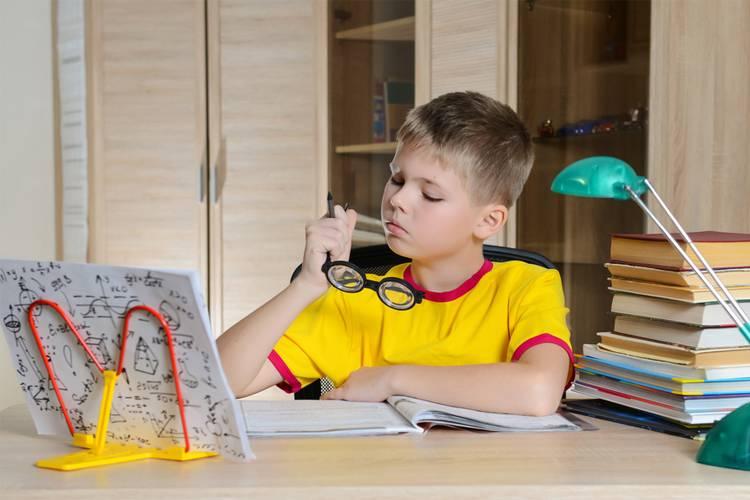 Как заставить ребенка делать уроки если он не хочет? как делать уроки с ребенком? советы психолога