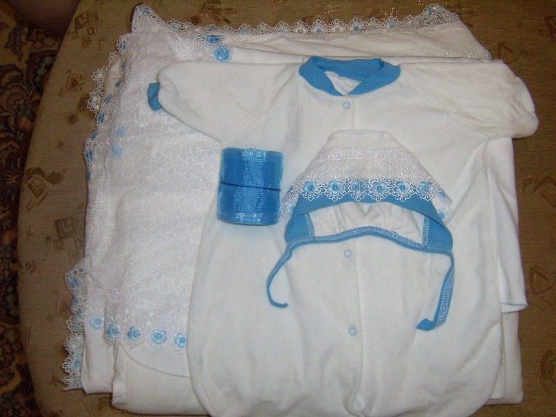 Какую одежду брать в роддом для новорожденного?