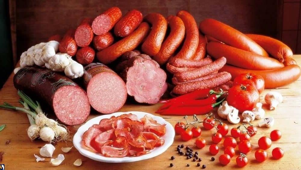 Спорный, но вкусный продукт колбаса — можно ли её есть при грудном вскармливании и когда давать ребенку?