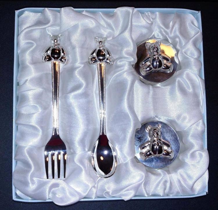 Малышу на первый зуб можно подарить серебряную ложку