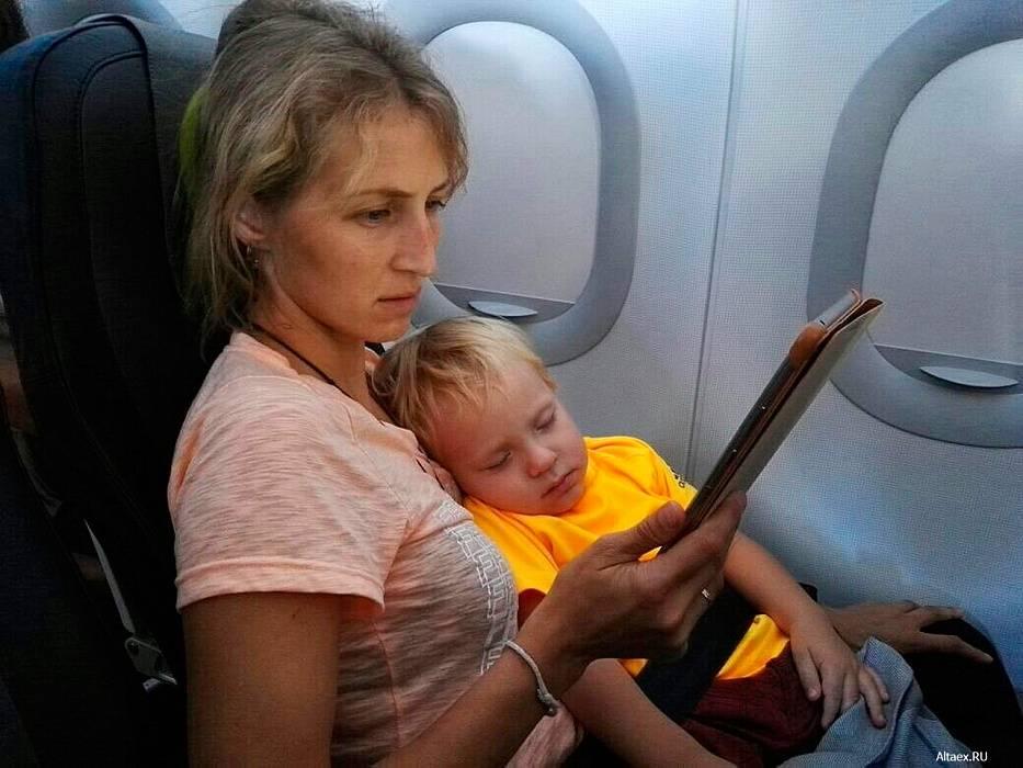 С ребенком в самолете - как правильно организовать перелет