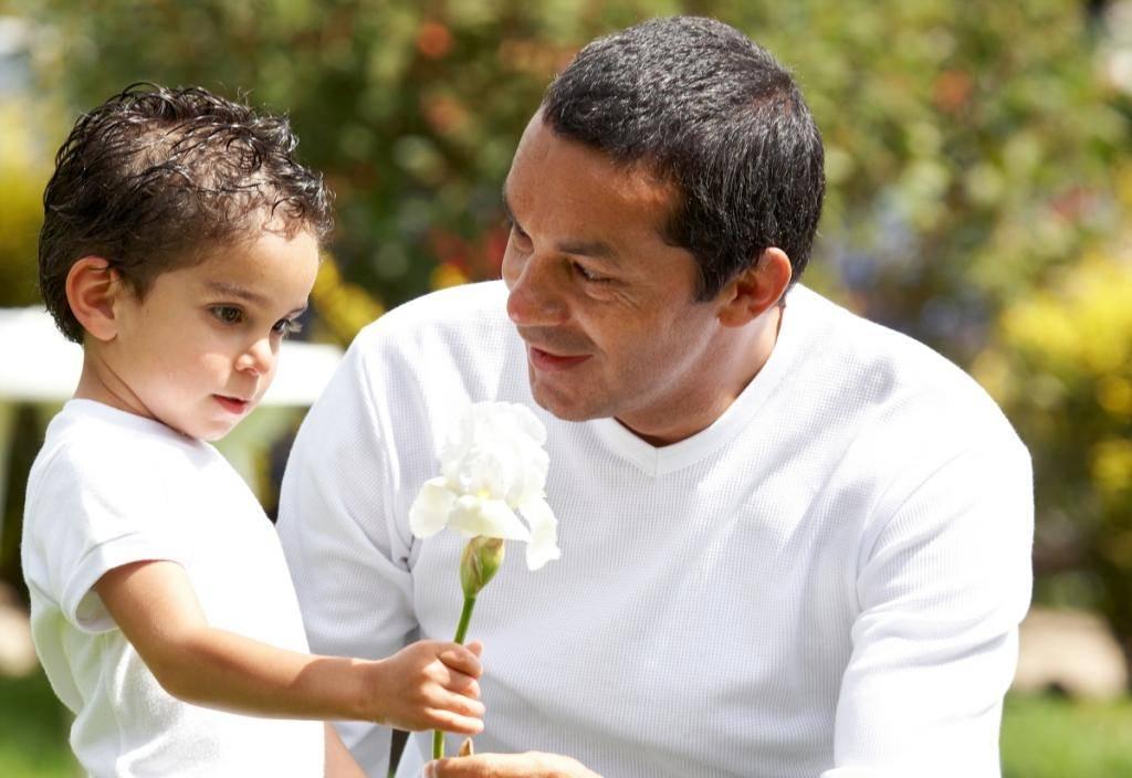 Отец не принимает участия в воспитании ребенка – что делать маме?