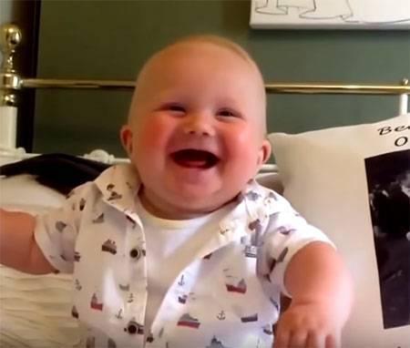 Что заставляет новорожденного улыбаться во время сна | салид