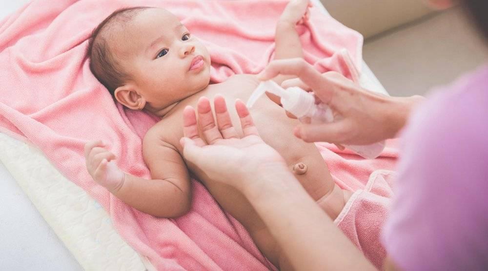 Как делать утренний туалет новорожденному