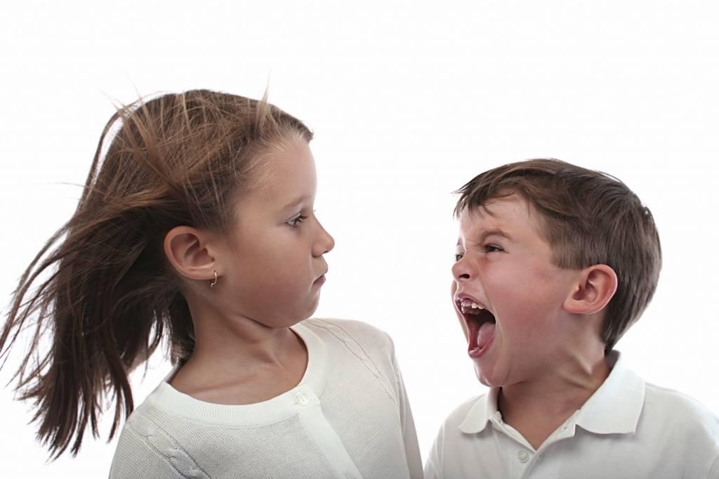 Если ребенок огрызается и грубит – как бороться