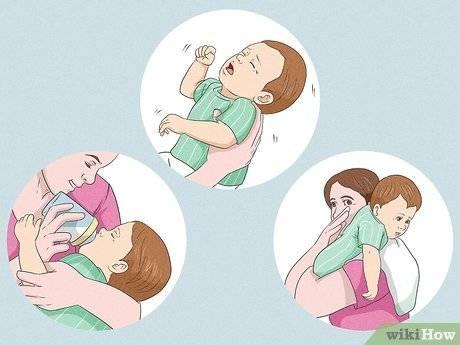 Как правильно держать новорожденного ребенка: столбиком, при подмывании и кормлении
