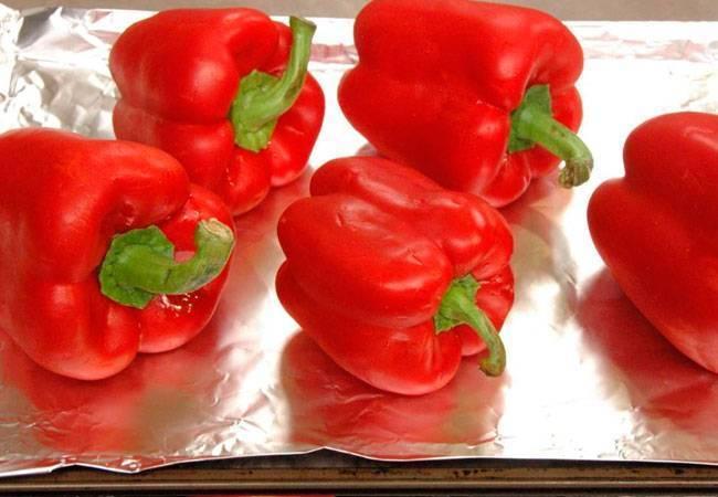 Болгарский перец при грудном вскармливании: можно ли есть сладкий овощ во время гв, в частности, в первый месяц, пока малыш новорожденный и когда вводить ребенку?