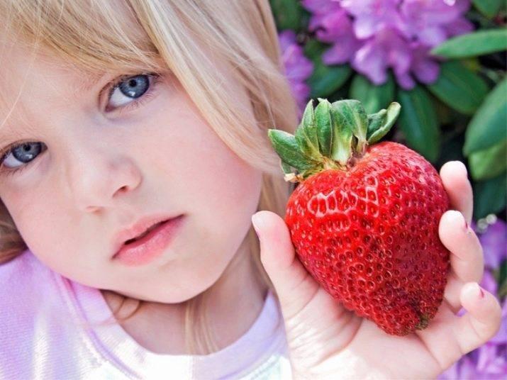 Чем лечить аллергию на клубнику у ребенка?