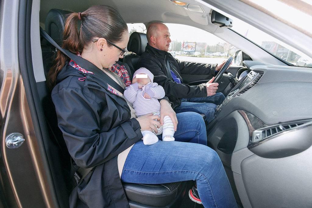 """Перевозка ребенка на переднем сиденье автомобиля – можно или нет? – газета """"право"""""""