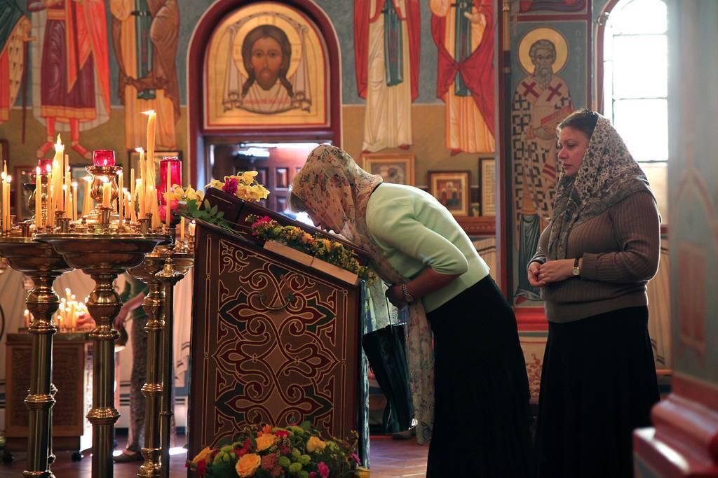 Почему нельзя ходить в церковь во время месячных лучше всего просить у священнослужителей и святых писаний