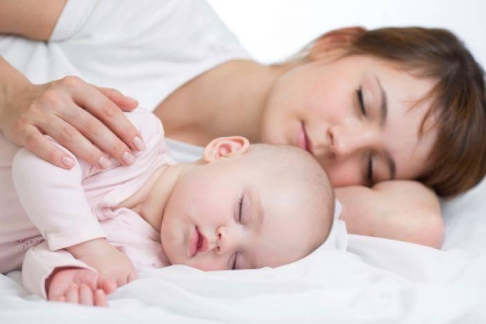 Как отучить ребёнка спать с родителями: 4 проверенных способа