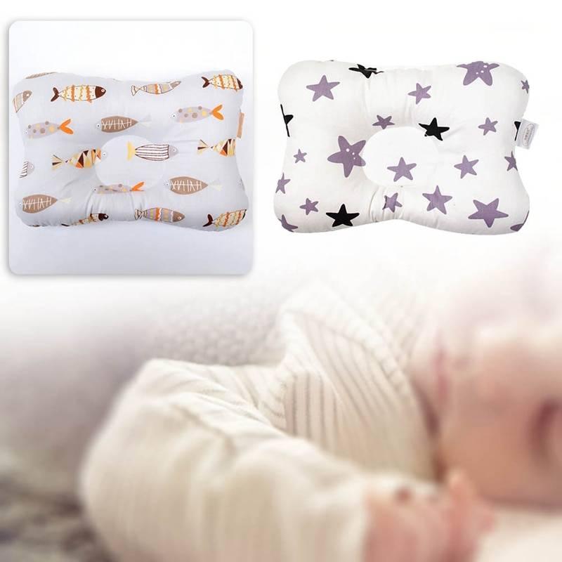 Подушка для новорожденного: с какого возраста нужна и чем опасна?
