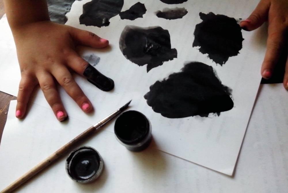 Почему ребенок рисует черным цветом папу