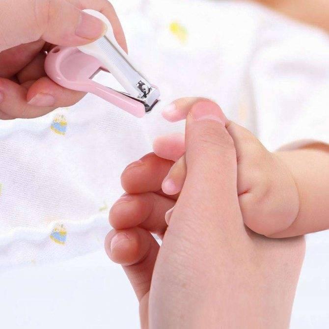 Как подстричь ногти новорожденному ребенку: когда можно это делать первый раз для младенца, как правильно проводить стрижку ноготков на руках и ногах грудничка?