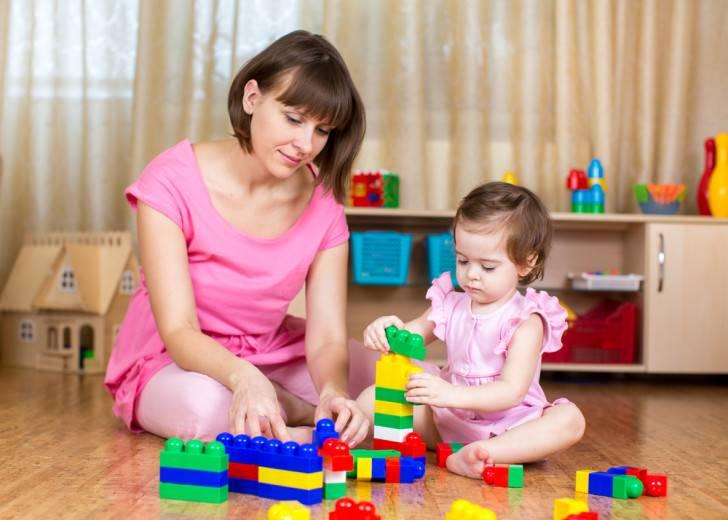 Как развивать малыша в 7 месяцев, чему пора учить?