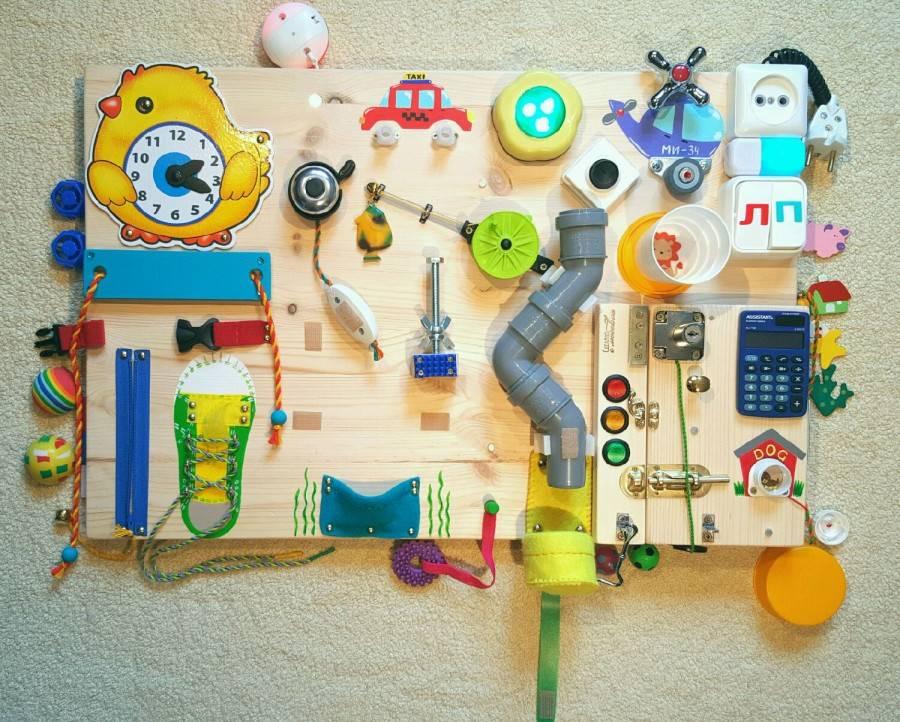 Бизиборд своими руками для мальчика: фото, пошаговый мастер-класс по изготовлению развивающей доски и домика