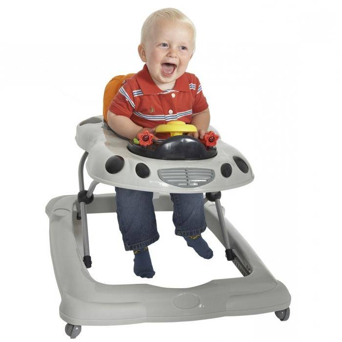 С какого возраста можно сажать ребенка в прыгунки, их польза и вред