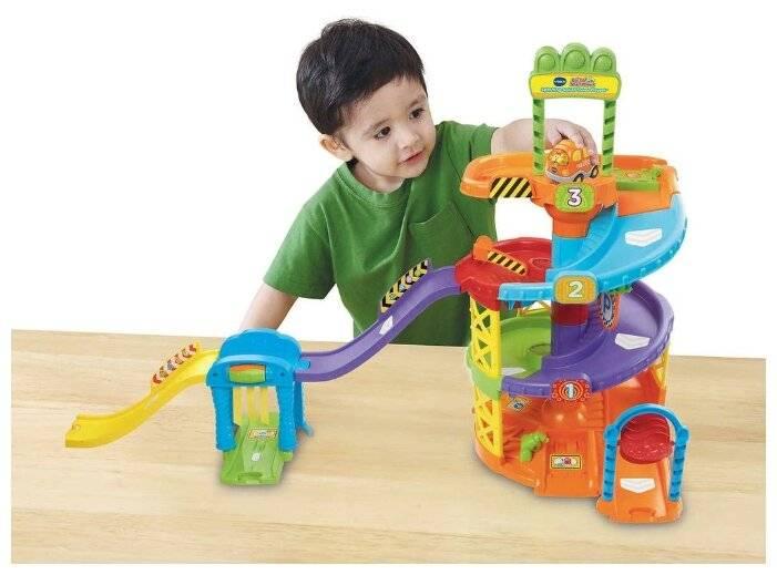 Подарок мальчику на 2 года: проверенные и интересные