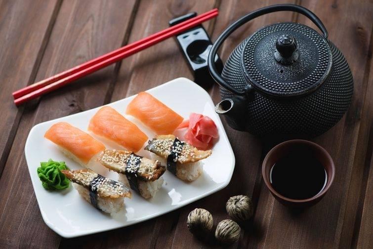 Соевый соус при грудном вскармливании, суши и роллы: можно ли кормящей маме?