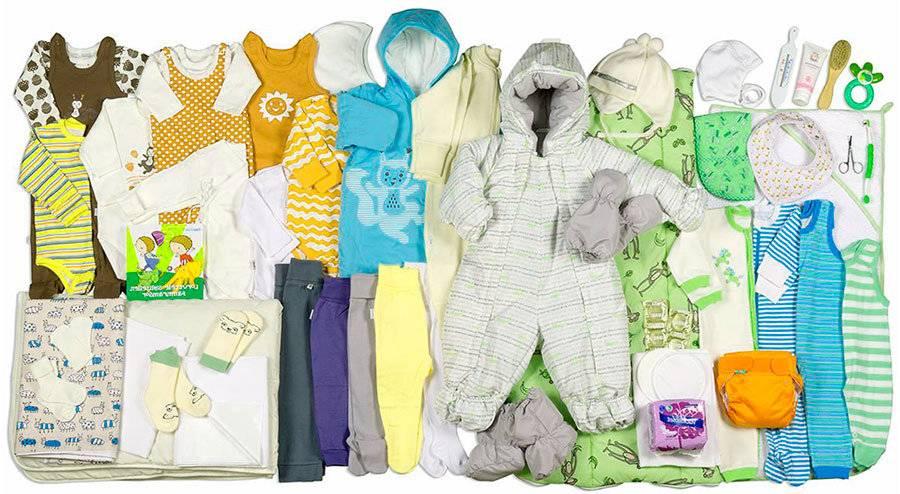 Какую одежду купить новорожденному на первое время и сколько