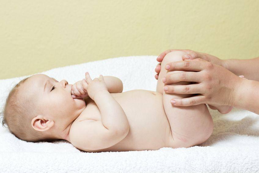 Гладим, где бо-бо: массаж от коликов у новорожденных деток, и как его правильно делать