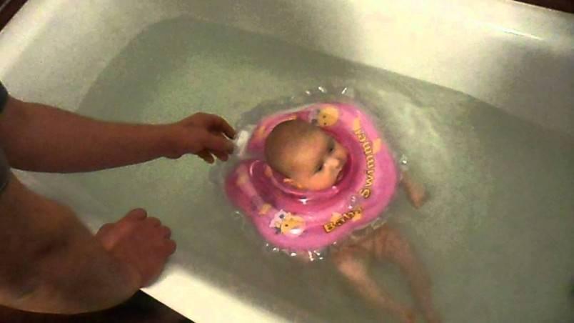 Круг для купания новорожденных: как одеть, снять, когда можно использовать, какой выбрать