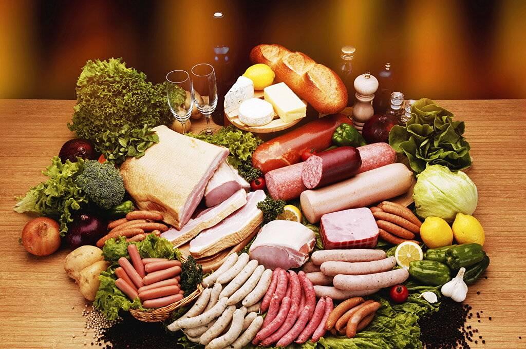 Вареная колбаса: можно ли употреблять ее при грудном вскармливании, польза и вред продукта для мамы и ребенка