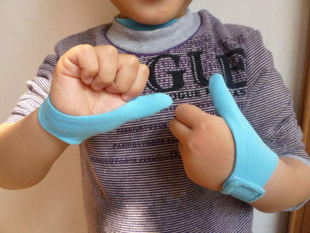 Как отучить ребенка сосать палец: проверенные способы