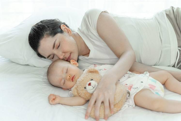 Спать с ребенком в одной кровати или нет