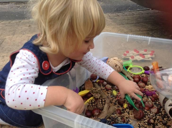 Сенсорные коробки для детей мастерим своими руками