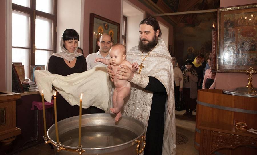 Правила крестин мальчика, что нужно, как проходит, обязанности крёстных