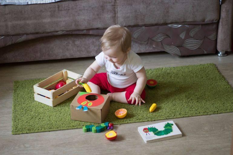 Развивающие игры с детьми: чем занять кроху в 5-6 месяцев