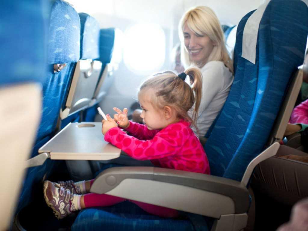 Как лететь в самолете с грудным ребенком: с какого возраста можно летать с новорожденным? | отдых | vpolozhenii.com